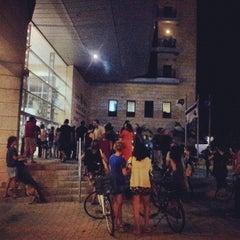 Photo taken at Tel Aviv District Police HQ by Omer K. on 8/27/2013