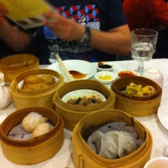 Photo taken at Royal Garden Chinese Restaurant by Michio A. on 12/25/2012