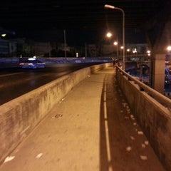 Photo taken at ท่ารถตู้ฟิวเจอร์(บ้านนา)-ราชมงคล ท่ารถบ้านนา by Kasidit R. on 12/9/2012