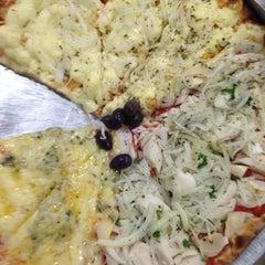 Photo taken at Refúgio Pizzaria by Maria Jacinta C. on 8/8/2014