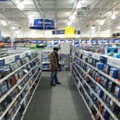 Photo taken at Best Buy by Emilio S. on 1/22/2014