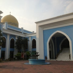 Photo taken at Masjid Al Rahimah Kuala Kubu Bharu by nemesis969 on 8/25/2013