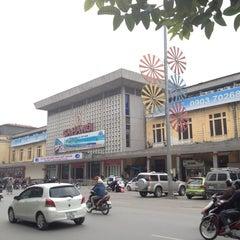 Photo taken at Ga Hà Nội (Hanoi Station) by Yuree H. on 12/23/2012