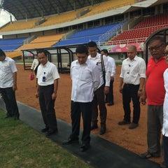Photo taken at Stadion Gelora Sriwijaya (GSJ) by Suryadi A. on 3/10/2015