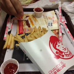 Photo taken at Wendy's by antonette j. on 3/8/2014