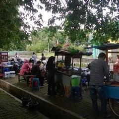 Photo taken at Dinas Pendidikan Kab. Bogor by Suwarno C. on 1/6/2014