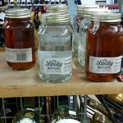 Photo taken at Hodge Liquor by Rick P. on 4/20/2014