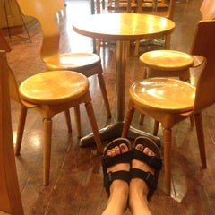Photo taken at The Coffee Bean & Tea Leaf by Hyewon C. on 6/12/2015