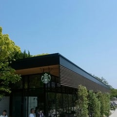 Photo taken at Starbucks Coffee 福岡大濠公園店 by yongsoo h. on 5/13/2013