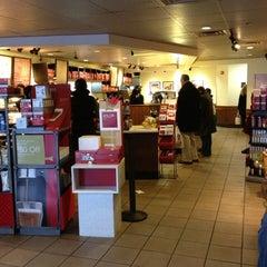 Photo taken at Starbucks by Handy Wijaya on 12/12/2012