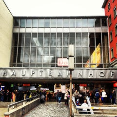 Photo taken at München Hauptbahnhof by DC on 5/31/2013