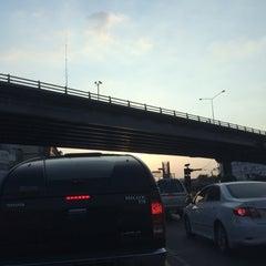 Photo taken at สะพานข้ามแยกบางพลัด (Bang Phlat Flyover) by Pucca L. on 12/25/2015