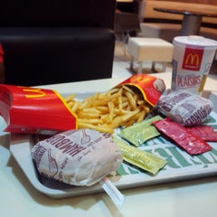 Photo taken at McDonald's by Mano D. on 8/1/2014