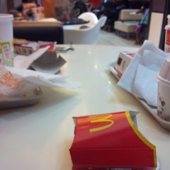 Photo taken at McDonald's by Mano D. on 8/16/2014
