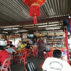 Photo taken at Gou Lou Mamak & Western Food (高佬妈妈档) by Lukas on 4/10/2015
