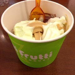 Photo taken at Tutti Frutti Frozen Yogurt by Deborah C. on 2/15/2014