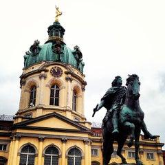 Das Foto wurde bei Schloss Charlottenburg von JOEL C. am 7/14/2013 aufgenommen
