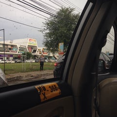 Photo taken at เมืองทองธานี (Muang Thong Thani) by nnmino on 7/27/2015