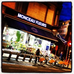 Photo taken at Monceau Fleurs by Willy C. on 3/15/2013
