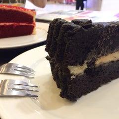 Photo taken at Cream by Café de Tu (ครีม บาย คาเฟ่ เดอ ตู) by ppimstitch on 3/8/2014
