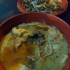 Photo taken at Jalan Ipoh Curry Mee by !v@n L. on 6/18/2013