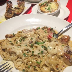 Photo taken at TGI Fridays by AnAs J. on 9/23/2014