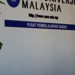 Photo taken at Open University Malaysia, Sabah (OUM) by Hilyadi J. on 1/4/2014