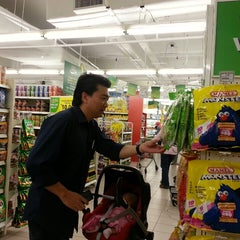 Photo taken at Giant Supermarket by Marinna M. on 8/20/2013