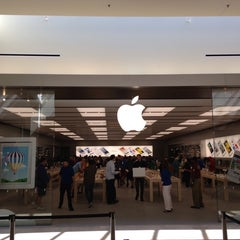 Photo taken at Apple Store, SouthPark by Miguel S. on 5/25/2013