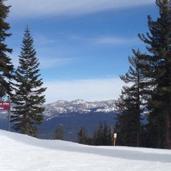Photo taken at Summit Deck & Grill at Northstar California™ Resort by Jillian D. on 1/15/2015