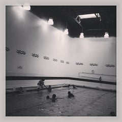 Photo taken at Floaties Swim School Eastlake by Lito D. on 5/4/2013