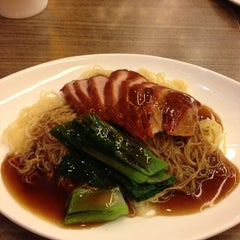 Photo taken at Crystal Jade Kitchen (翡翠小厨) by Candy L. on 12/23/2012
