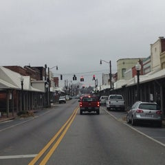 Photo taken at Downtown Hartselle by Rita H. on 3/19/2014