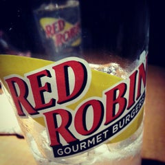 Photo taken at Red Robin Gourmet Burgers by Ruzzel Nesh S. on 11/30/2012
