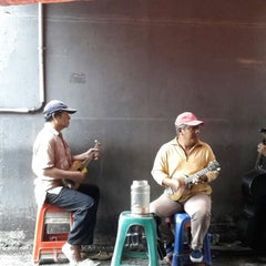 Photo taken at Sate Keroncong Jatinegara by Todi Koento W. on 2/21/2014
