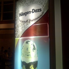 Photo taken at Häagen-Dazs by Fatima P. on 10/20/2012