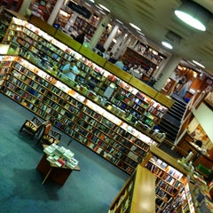 Photo taken at Blackwell's by Daria A. on 8/7/2013