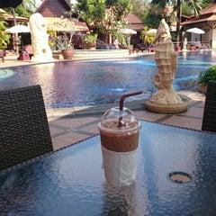 Photo taken at Baan Grood Arcadia Resort and Spa (บ้านกรูด อาเคเดีย รีสอร์ท แอนด์ สปา) by Evgenii K. on 2/27/2015