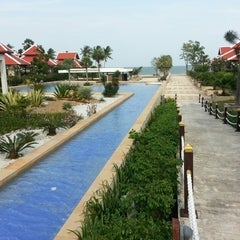 Photo taken at Sirarun resort by Weerakit V. on 2/23/2013