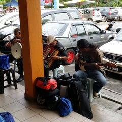 Photo taken at Kompleks Makan Tanglin by Ahmad S. on 9/10/2014