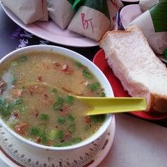 Photo taken at Restoran Sup Hameed by MaLiiik K. on 7/4/2013