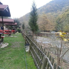 Photo taken at Yeşil Vadi Restaurant by Hatice K. on 11/8/2015
