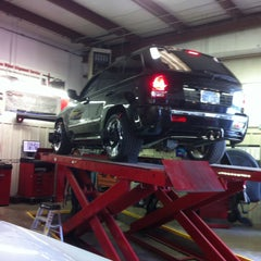 Photo taken at Slimmer's Automotive Service by Slimmer's Automotive Service on 1/22/2014