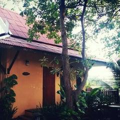 Photo taken at Baan Thai House Homestay by Preawza on 12/24/2015
