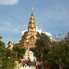 Photo taken at วัดพระธาตุผาซ่อนแก้ว (Wat Phra That Pha Son Kaew) by Aey p. on 11/11/2012