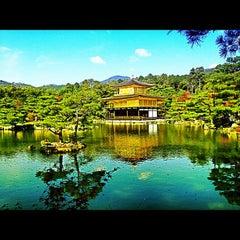 Photo taken at 北山 鹿苑寺 (金閣寺) (Kinkaku-Ji Temple) by Ersoy B. on 11/8/2012