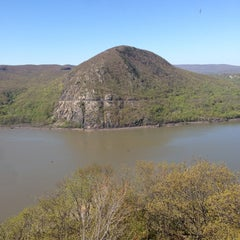 Photo taken at Breakneck Ridge by Mike D. on 5/2/2013