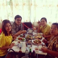 Photo taken at ร้านอาหารครัวสายไหม (Krua Sai Mai) by Bo S. on 12/5/2013