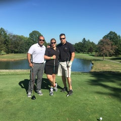 Photo taken at Metuchen Golf & Country Club by Michelle F. on 9/16/2015