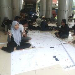 Photo taken at Gedung Dekanat Fakultas Teknik Universitas Brawijaya Malang by Nidyaul E. on 6/7/2014